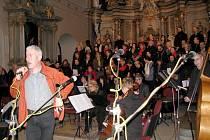 Sbor Oculos meos uvedl v neděli 25. prosince Českou mši vánoční Jana Jakuba Ryby v Klášterním kostele v Šumperku.