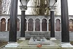 Hrobka rodiny Seidlových. Karl Seidl byl (1858 – 1936), architekt a výtvarník, narozen v Šumperku.