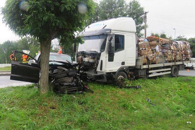 Tři zraněné osoby a škoda za 190 tisíc korun, to je bilance dopravní nehody, která se stala ve Zlatých Horách.