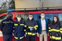 Ve čtvrtek 26. března distribuovali rapotínští dobrovolní hasiči respirátory typu FFP2 občanům Rapotína nad 65 let do místa jejich bydliště. Ostatní občané si mohli vyzvednout ručně šité látkové roušky v sobotu 28. března v jednom ze 4 stanovišť.