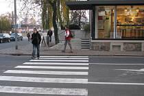 Třináctiletou dívku srazil v Jeremenkově ulici osobní vůz