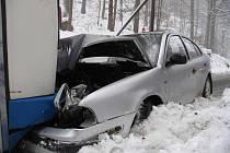 U Hanušovic se 2. ledna srazil osobní vůz s autobusem