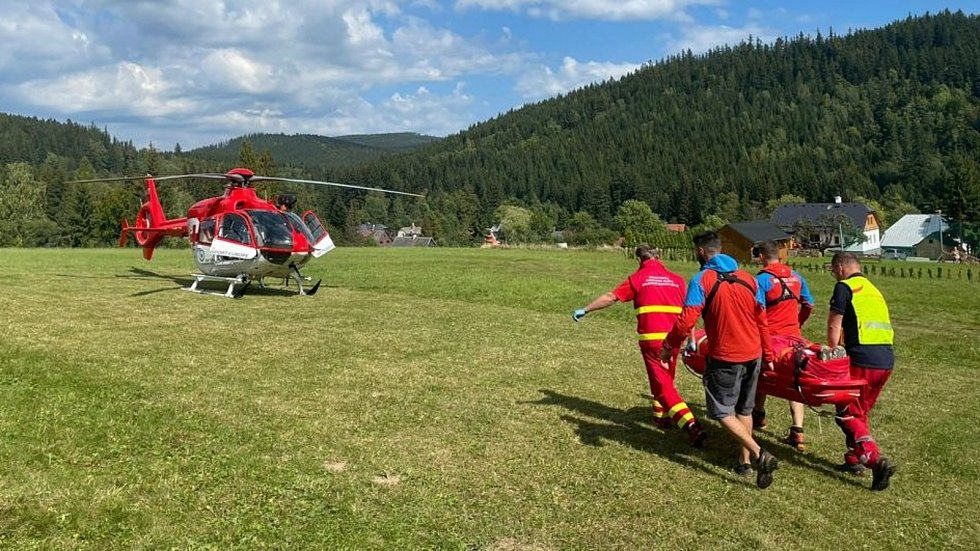 Zásahy horské služby v polovině září 2021 s asistenci vrtulníků v Jeseníkách a Králickém Sněžníku.