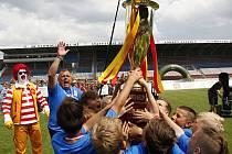 Hráči ZŠ Sluneční Šumperk ovládli 22. ročník McDonald's Cupu a jejich trenér Petr Strnad