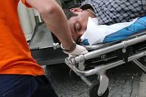 Narkoman při odvozu sanitkou (ilustrační foto)