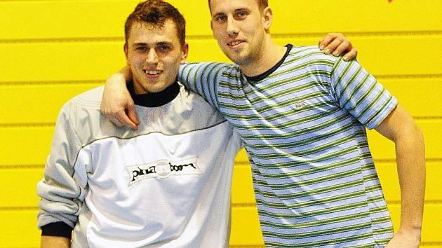 Vlevo Jan Hojgr nejlepší gólman ze Včelek medulek a vpravo Martin Vicenec  ( 41 branek, King Size)