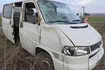 Mikrospánek přepadl při jízdě po dálnici z Olomouce do Mohelnice mladou řidičku dodávky. Sjela do příkopu kde se auto převrtáilo přes střechu.