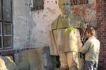 Socha  komunistického prezidenta Klementa Gottwalda na dvoře šumperského muzea