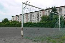 Současný stav škvárového hřiště v Zábřehu