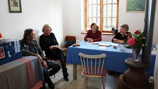Volební komise ve Šléglově.