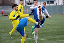 Fotbalisté Šumperku (ve žlutém) porazili Polnou 2:0.