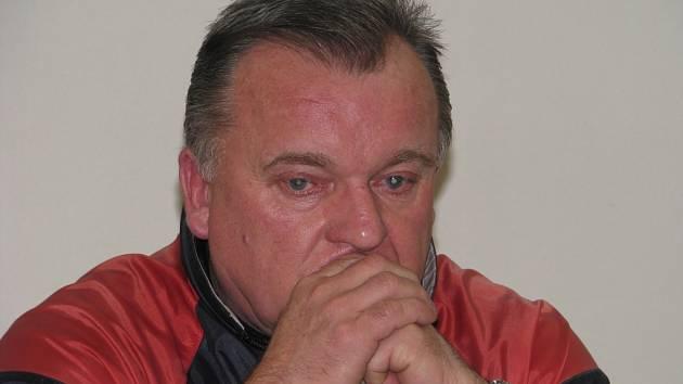 Poněkud zasmušilý sportovní ředitel zábřežského fotbalového klubu Lubomír Hrdlovič.