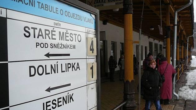 Na trať z Hanušovic do Dolní Lipky se po roce vrátily osobní vlaky.