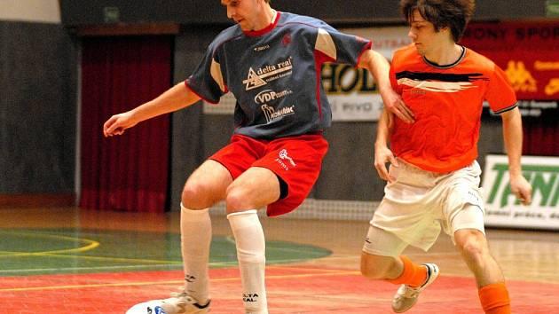 Zdeněk Opravil (s míčem) bude jednou z opor Delty v play off futsalové 1. ligy.