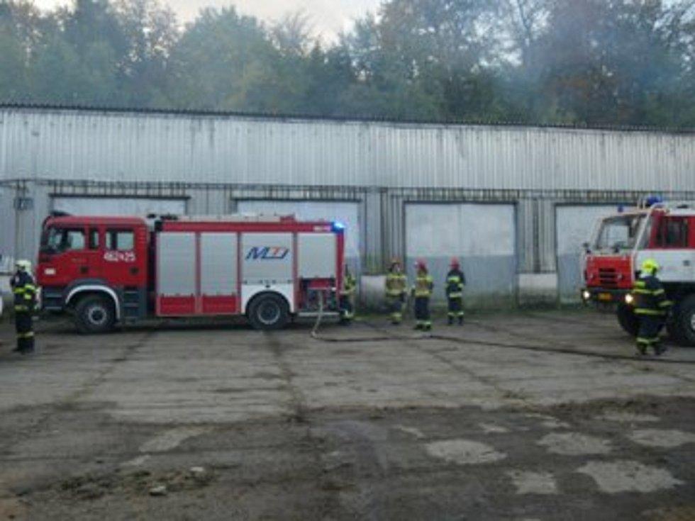 Likvidace požáru v Mikulovicích, kterého se účastnily i jednotky z Polska.