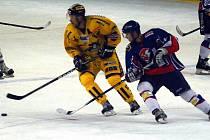 Draci (ve žlutém) prohráli v Novém Jičíně