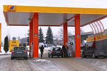Jednou z nejlevnějších čerpacích stanic na Šumpersku je benzinka Vena Trade na konci Bludova směrem na Šumperk. Ve středu 7. ledna tady nabízeli litr naturalu za 28,60 a litr nafty jen o desetník dráž.