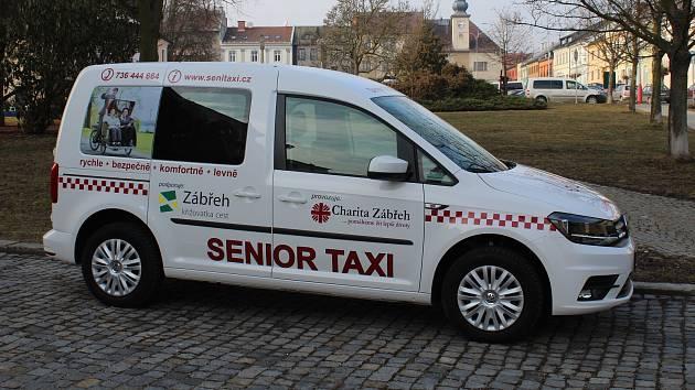 Martin Beníček bude seniory po Zábřehu vozit ve Vokswagenu Caddy.