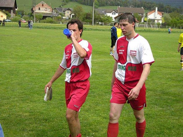 Hrající trenér Loučné Radek Svedek (vpravo).