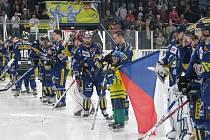 Draci ve třetím finálovém utkání play off porazili Orlovou (bílé dresy)