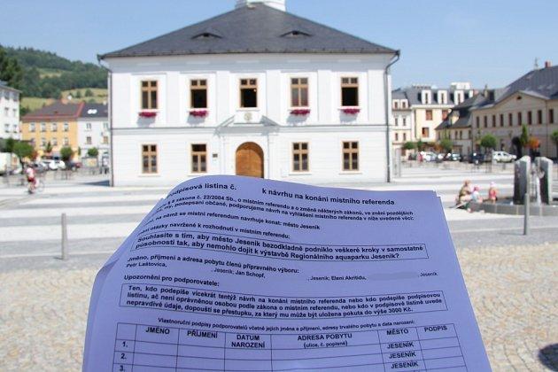 Podpisová listina k návrhu na vyhlášení referenda o jesenickém aquaparku.