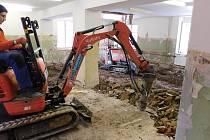 Rekonstrukce Domova pokojného stáří sv. Františka v Javorníku, stav v dubnu 2019.