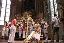 Čtyřiačtyřiceti zpěváčkům Šumperského dětského sboru Motýli se o víkendu dostalo velké cti: měli samostatný koncert na prestižním mezinárodním festivalu Pražské jaro. Publikum je přijalo fantasticky. na závěr museli třikrát přidávat.