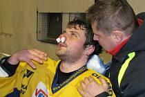 Šumperský Sedlák krvácí z nosu během druhého zápasu čtvrtfinále ve Šternberku