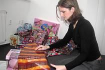 Organizátorka charitativní akce  Tereza  Schreiberová se už těší na balení dárků.
