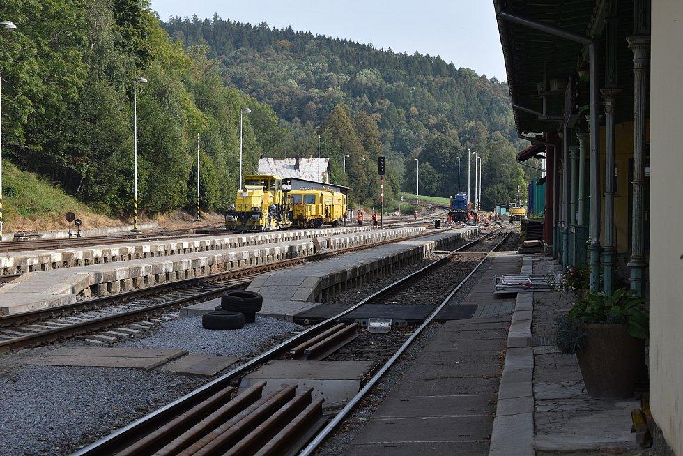 Opravované nádraží v Lipové-lázních.