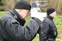 Šumperští strážníci s radarem na téměř rok starém snímku