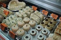 První Tvarůžkovou cukrárnu otevřeli v lednu 2012 v Lošticích manželé Poštulkovi.