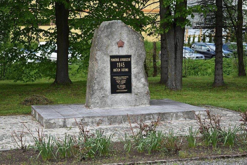 Stará Červená Voda na Jesenicku. Památník osvobození.