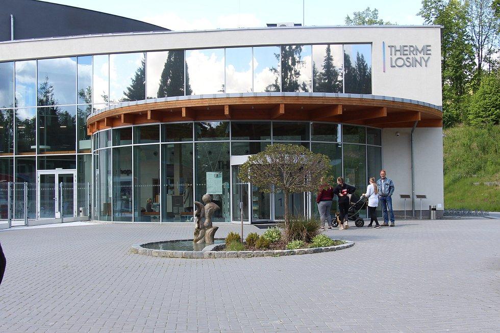 Termální park ve Velkých Losinách po zmírnění koronavirových omezení opět vítá návštěvníky. 30. května 2020