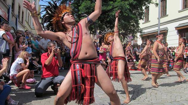 Roztančená ulice – jeden z programů XXII. Mezinárodního folklórního festivalu v Šumperku.