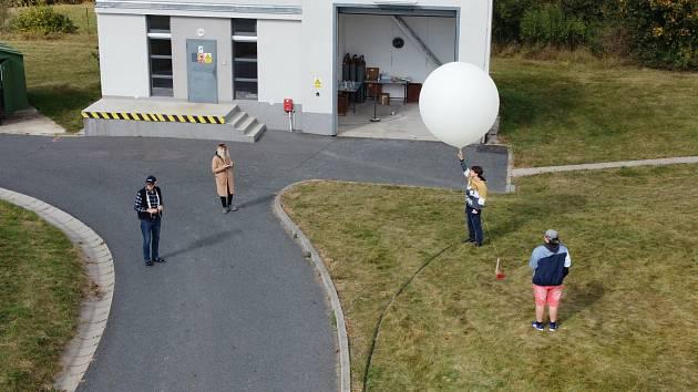 Žáci jesenické průmyslovky vypustili sondu k hranicím vesmíru.