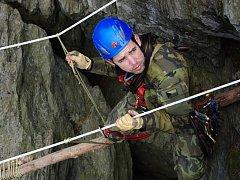 Lezecký výcvik příslušníků ženijní průzkumné jednotky ve skalním masivu Velký Rabštejn