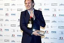 Martin Finger s oceněním za nejlepší mužský herecký výkon.