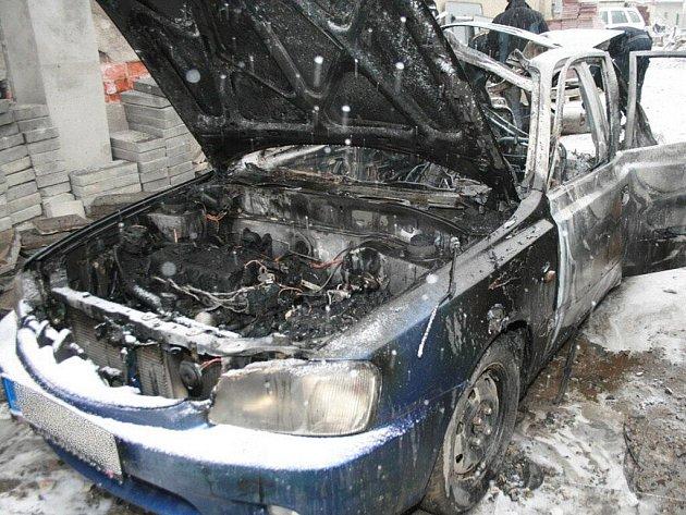 Vůz po výbuchu plynové láhve je k nepoznání