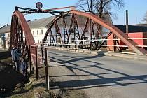 Tento most v Moravičanech zamíří v neděli do muzea ve Vikýřovicích