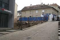Za plotem je místo, kde stávala Nová brána
