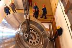 Přeprava nového oběžného kola turbíny v elektrárně Dlouhé Stráně.
