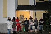 Zpívání koled v Rohli.