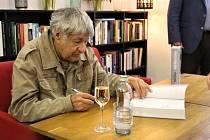 Český spisovatel Ivan Klíma slavil své 90. narozeniny.