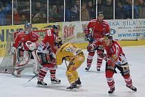Šumperští hokejisté (žluté dresy) podlehli doma Chrudimi