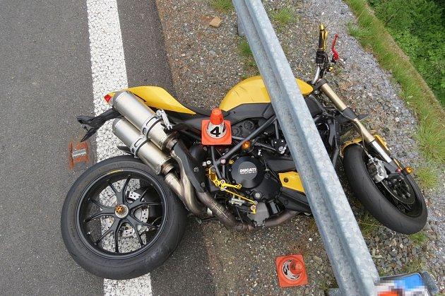Havárie motocyklu na Červenohorském sedle.