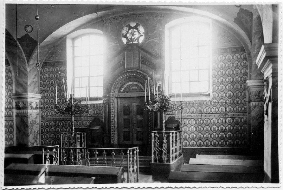 Interiér loštické synagogy v době před druhou světovou válkou.