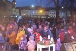 I přes mrazivé počasí si 1. prosince v Zábřehu nenechaly ujít příchod Mikuláše stovky dětí s rodiči.