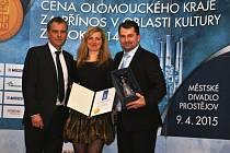 Společnost Vincenze Priessnitze získala Cenu Olomouckého kraje za přínos v oblasti tradiční lidové kultury pro rok 2014. Snímek z předávání ocenění.