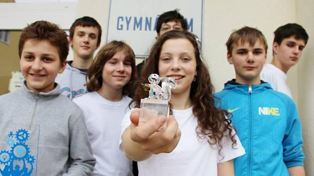 Tým CO3 žáků jesenického gymnázia se věnuje robotice. Pronikl mezi užší výběr nominantů v soutěži Zlatý oříšek.